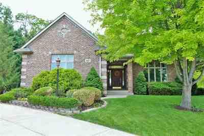 Le Claire Single Family Home For Sale: 605 Slatestone