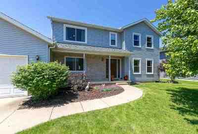 Eldridge Single Family Home For Sale: 704 Fox Ridge