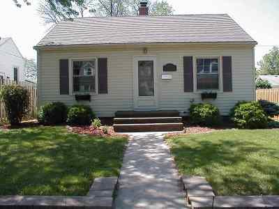 Bettendorf Single Family Home For Sale: 2543 Oak