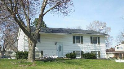 Bettendorf Single Family Home For Sale: 1122 Pinehill