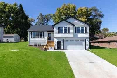 Le Claire Single Family Home For Sale: Lot 2 S 3rd