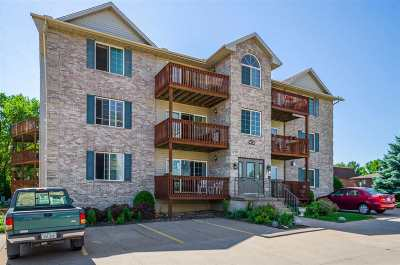 Bettendorf Condo/Townhouse For Sale: 3051 Holiday