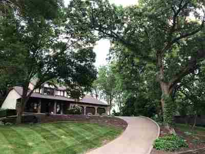 Bettendorf Single Family Home For Sale: 6145 Shadowbrook
