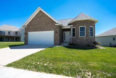 Le Claire Single Family Home For Sale: 4 Greystone Court