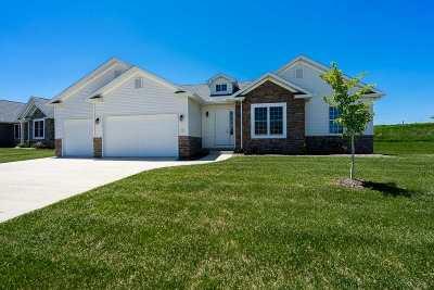 Le Claire Single Family Home For Sale: 11 Blackstone Court