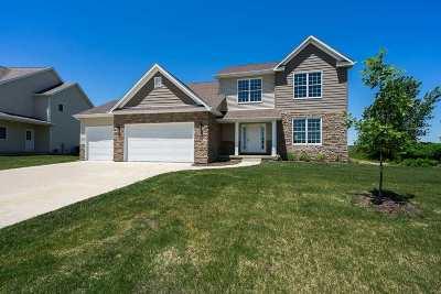 Le Claire Single Family Home For Sale: 3 Blackstone Court
