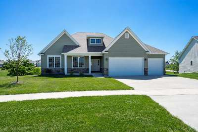 Le Claire Single Family Home For Sale: 6 Blackstone Creek