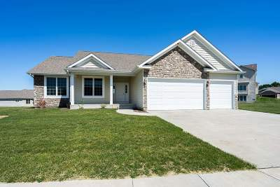Le Claire Single Family Home For Sale: 5 Blackstone Circle