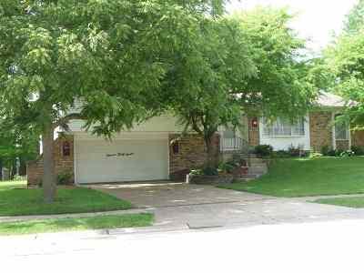 Bettendorf Single Family Home For Sale: 1137 Utica Ridge