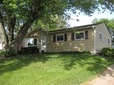 Bettendorf Single Family Home For Sale: 2929 Magnolia