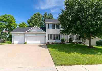 Le Claire Single Family Home For Sale: 901 Bridgeview