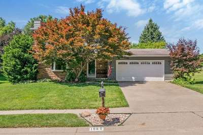 Bettendorf Single Family Home For Sale: 1980 Hollow View