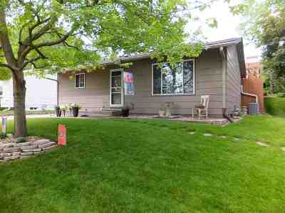 Bettendorf Single Family Home For Sale: 3310 Magnolia