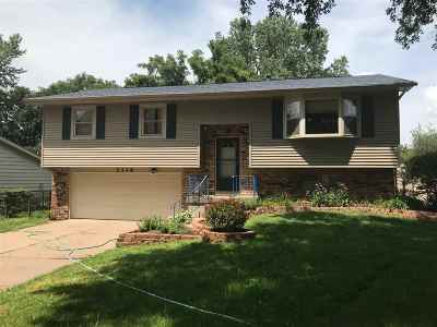 Bettendorf Single Family Home For Sale: 2318 Queens Court