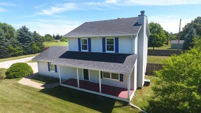 Single Family Home For Sale: 104 S Moore