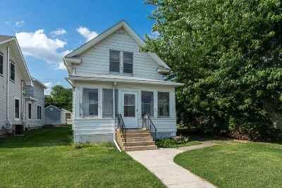 Bettendorf Single Family Home For Sale: 2024 Grant
