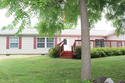 Bettendorf Single Family Home For Sale: 2804 Middle