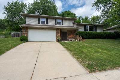 Bettendorf Single Family Home For Sale: 3290 Halcyon