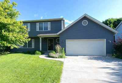 bettendorf Single Family Home For Sale: 2560 Chesterfield