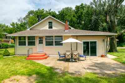 Le Claire Single Family Home For Sale: 2423 S Cody