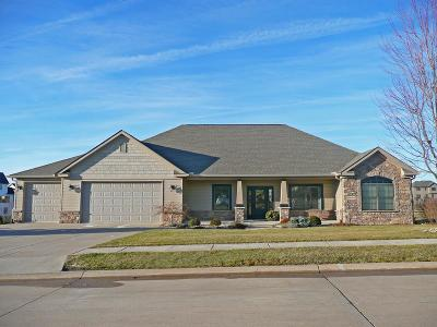 Bettendorf Single Family Home For Sale: 6056 Shawnee