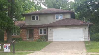 Bettendorf Single Family Home For Sale: 1940 Arrowline