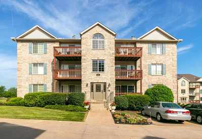 Bettendorf Condo/Townhouse For Sale: 3034 Holiday Court