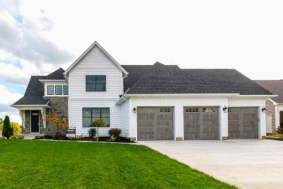 Bettendorf Single Family Home For Sale: 4757 Red Oak