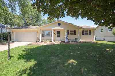 Eldridge Single Family Home For Sale: 116 Crestview
