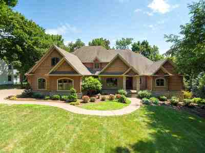 Le Claire Single Family Home For Sale: 2399 Forest Reed