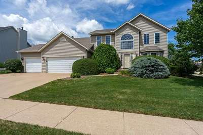 bettendorf Single Family Home For Sale: 2974 Summertree