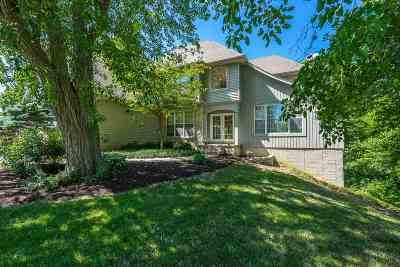 bettendorf Single Family Home For Sale: 1021 Carriage Place