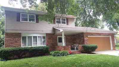 Davenport IA Single Family Home For Sale: $165,000