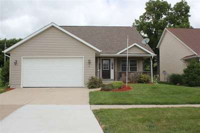 Le Claire Single Family Home For Sale: 1 Frontier