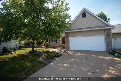 Bettendorf Condo/Townhouse For Sale: 4688 Crow Creek Court