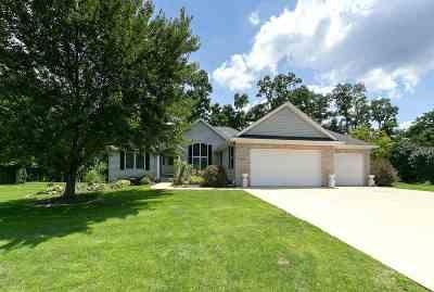 Le Claire Single Family Home For Sale: 407 Fairwynd