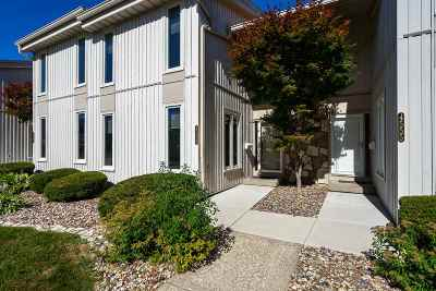 Bettendorf Condo/Townhouse Contingent: 4559 Bunker Hill Drive