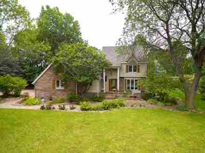 Bettendorf Single Family Home For Sale: 1051 Carriage Place Drive