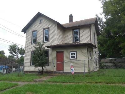 Davenport Single Family Home For Sale: 913 Vine Street