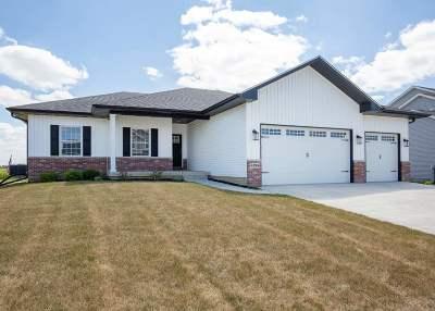 Bettendorf Single Family Home For Sale: 4795 Mason Run