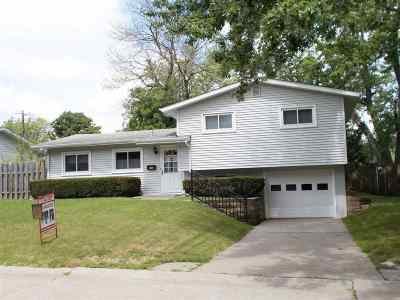 Bettendorf Single Family Home For Sale: 1228 Meadow Lane Drive