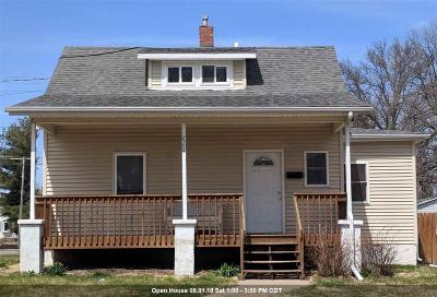 Bettendorf Single Family Home For Sale: 2304 Central Avenue