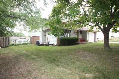Davenport IA Single Family Home For Sale: $137,000