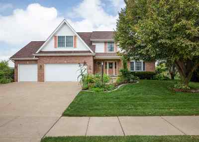 Bettendorf Single Family Home For Sale: 2898 Summertree