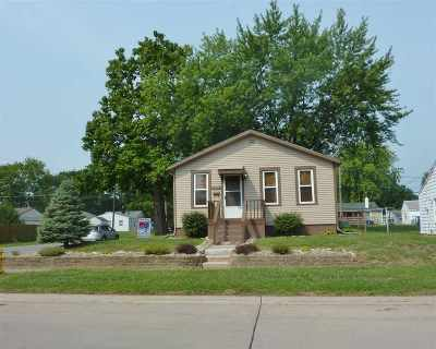 Davenport IA Single Family Home For Sale: $69,900