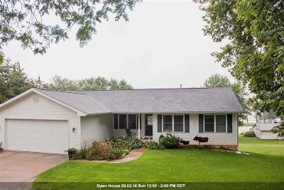 Le Claire Single Family Home For Sale: 124 Riverview Heights