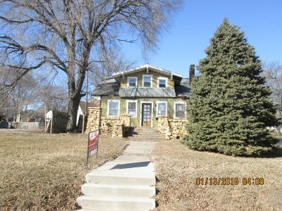 Single Family Home For Sale: 1302 Camanche