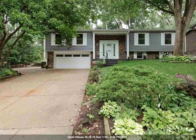 Bettendorf Single Family Home For Sale: 5 Wildwood Trail