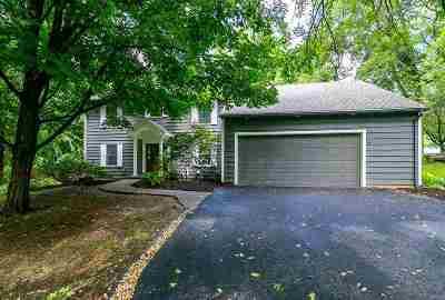 Bettendorf Single Family Home For Sale: 5 Gingerwood Lane