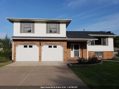 Bettendorf Single Family Home For Sale: 4334 Carlton Court